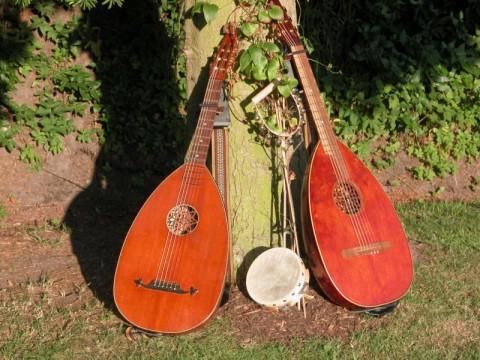 Lauten, Tamburin, Schellen